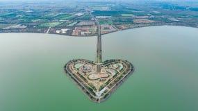 Святая земля сердца - Talayluang в Sukhothai, Таиланде Воздушный v Стоковая Фотография RF
