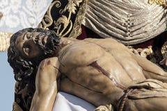 Святая неделя в Севилье Иисусе умерла в оружиях его матери, братстве Baratillo Стоковое фото RF