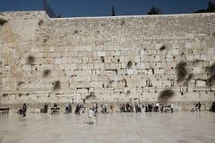 святейшие люди устанавливают голося стену Стоковое Изображение