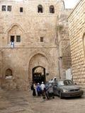святейшие люди Израиля Иерусалима еврейские большая часть один люд устанавливают места священнейшие к голося стене Люди в дворе с Стоковые Фотографии RF