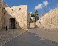 святейшие люди Израиля Иерусалима еврейские большая часть один люд устанавливают места священнейшие к голося стене Улица в старом Стоковое Фото