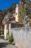 Святилище Grotta della St. Марии. Прая конематка. Калабрия. Италия. Стоковые Изображения RF