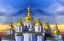 Святой Золотист-Приданное куполообразную форму Майкл Стоковое Изображение