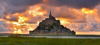 Святой Мишель на заходе солнца, Нормандия Mont, Франция стоковая фотография rf