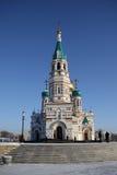 Святой собор предположения (собор Dormition) на квадрате собора в Омске, России Стоковая Фотография