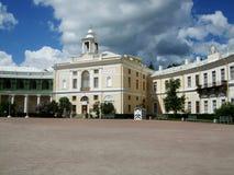 Святой Peterburg двора дворца Павловска грандиозный стоковые фото