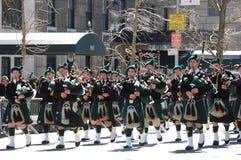 святой york patrick s парада города bagpipers новое стоковые фото