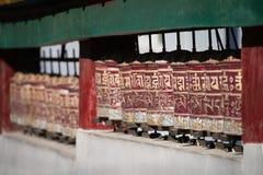 Святые тибетские колеса молитве Стоковая Фотография RF