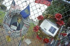 Святыня к умершим на месте взрыва Альфреда p Здание Murrah федеральное, Оклахомаа-Сити, CA стоковая фотография rf