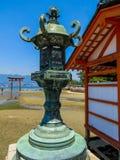 Святыня Itsukushima синтоистская во время малой воды стоковое изображение