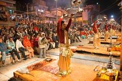священников nidhi ganga церемонии seva индусских вероисповедное Стоковая Фотография