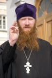 священник благословением стоковое изображение rf