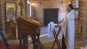 Священник за аналоем сток-видео