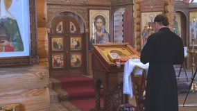 Священник за аналоем акции видеоматериалы
