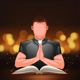 Священник моля с книгой Стоковые Фото