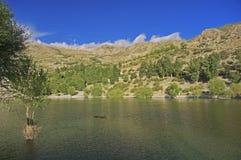 Священное озеро Nako в пустыне горы большой возвышенности Гималаев Стоковая Фотография RF