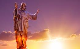 Священные статуи сердца над драматическим небом Стоковое Изображение RF