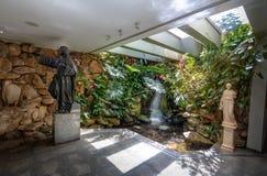Священный фонтан на виске доброй воли - интерьера Vontade горжетки Templo da - Brasilia, Distrito федеральное, Бразилия стоковая фотография rf