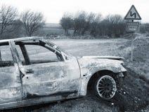 сгорели автомобиль вне Стоковые Фото