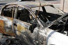 сгорели автомобиль вне Стоковое фото RF