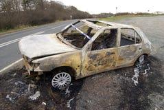 сгорели автомобиль вне Стоковая Фотография RF