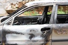 сгорели автомобиль вне Стоковая Фотография