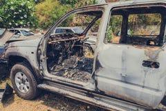 Сгорели автомобиль случайно в старье корабля стоковые фото
