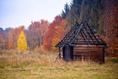 сгорели дом вне деревянная Стоковые Изображения
