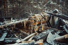 сгорели дом деревянная стоковая фотография rf