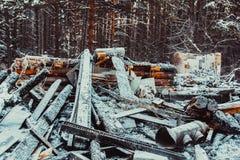 сгорели дом деревянная стоковые изображения rf