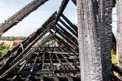 Сгорели щипец здания стоковая фотография rf