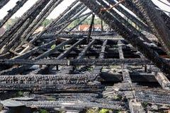 Сгорели щипец здания стоковые изображения rf