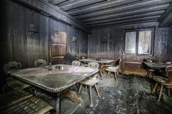 сгорели мебель после большого огня Стоковые Изображения