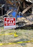 Сгорите повреждено домой для сбывания стоковая фотография rf