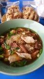 Сгустите вермишель риса супа точную с отрезанным свининой Стоковые Изображения