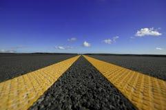 сдвоенные линия желтый цвет дороги Стоковые Фото