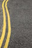 сдвоенные линия отсутствие желтого цвета стоянкы автомобилей Стоковые Изображения RF