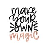 Сделайте ваше собственное волшебство Написанная рука цифров помечающ буквами положительную вдохновляющую цитату мотивировки, калл бесплатная иллюстрация