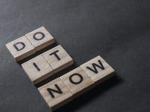 Сделайте его теперь, мотивационные вдохновляющие цитаты стоковое фото rf