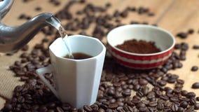 Сделайте чашку кофе видеоматериал