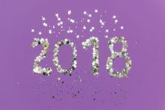 2018 сделали золота и серебряного confetti в форме звезд Стоковые Фотографии RF