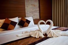 сделанные лебеди полотенца Стоковые Фотографии RF