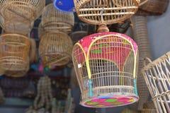 Сделанный магазин корзин Много вид корзины которое сделано бамбука wicker корзины handmade тайский Оно Стоковые Фотографии RF
