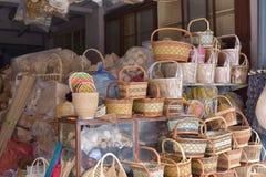 Сделанный магазин корзин Много вид корзины которое сделано бамбука wicker корзины handmade тайский Оно Стоковое Изображение RF
