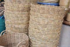 Сделанный магазин корзин Много вид корзины которое сделано бамбука wicker корзины handmade тайский Оно Стоковое Изображение