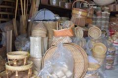 Сделанный магазин корзин Много вид корзины которое сделано бамбука wicker корзины handmade тайский Оно Стоковые Изображения RF