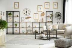 Сделанный по образцу pouf в белой комнате Стоковая Фотография