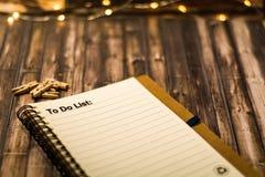 Сделать список на тетради как мотивационная концепция дела Стоковая Фотография
