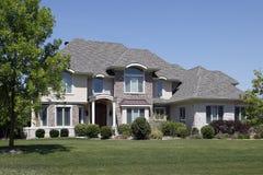 сдобренная крыша дома входа кедра кирпича Стоковое Изображение