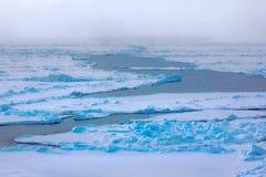 Северная зима предпосылки айсберга яркая Стоковые Фотографии RF